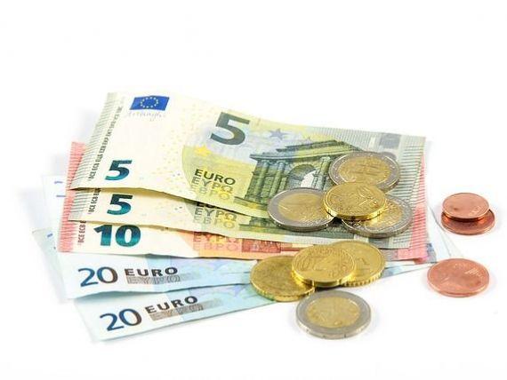 Moneda naţională s-a depreciat ușor, până la 4,8408 lei/euro