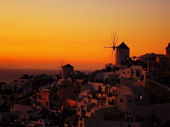 Grecia deschide sezonul turistic la 1 iulie. Domeniul generează 30% din PIB și a ajutat țara să iasă din crizele financiare din ultimul deceniu