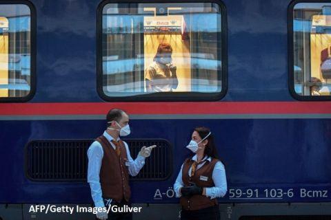 Reportaj AFP: Trenul de noapte, legătura vitală dintre îngrijitoarele românce şi pacienţii austrieci.  Este ca şi cum ne revedem familia