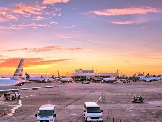 Executivul european ameninţă cu justiţia statele care vor să forţeze cetăţenii să accepte vouchere în locul banilor de la companiile aeriene
