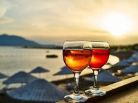Primii pași pentru redresarea industriei HoReCa din România. Ministrul Economiei:  Turismul va avea o linie de finanţare dedicată