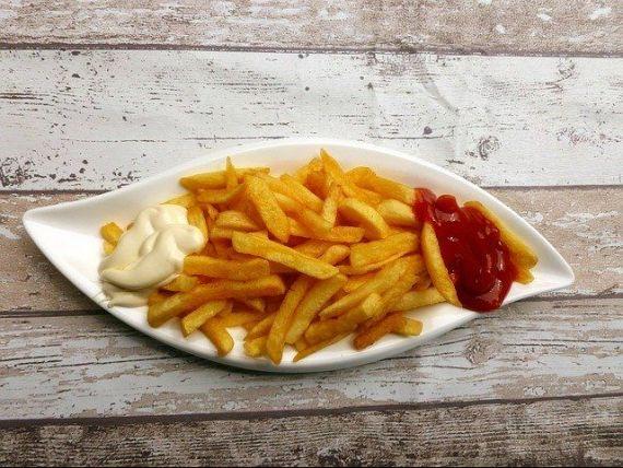 Coronavirusul a omorât celebra industrie de  French fries . Franța se confruntă cu un surplus de cartofi, pe fondul pandemiei