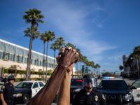 America fierbe. Polițiști atacați, proteste masive și ceremonii de comemorare a lui George Floyd