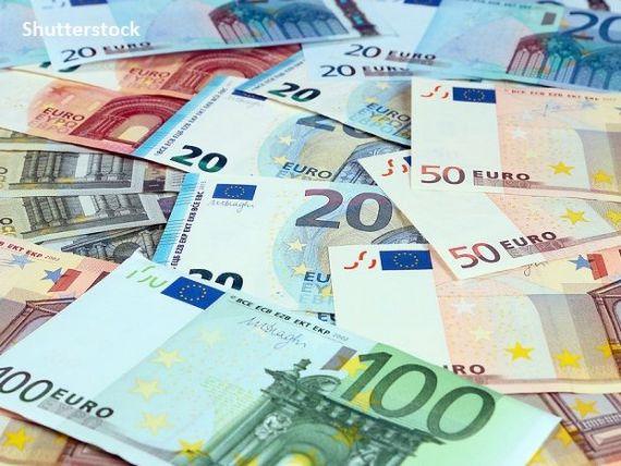 Euro a crescut la cel mai ridicat nivel de la jumătatea lunii martie, pe măsură de investitorii sunt mai încrezători în perspectivele de redresare economică