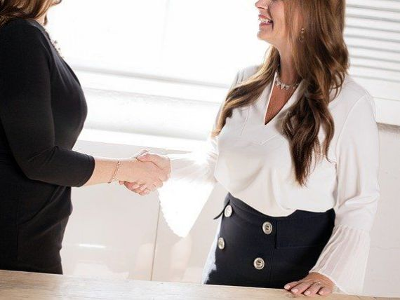 (P) 5 piedici FALSE pentru a-ți găsi un job în străinătate