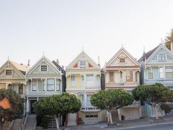 Pandemia lovește piața imobiliară. Vânzările de locuinţe din SUA s-au prăbușit la cel mai redus nivel din ultimii nouă ani şi jumătate