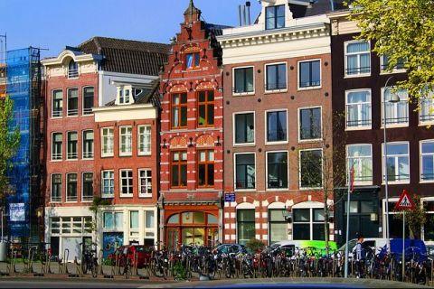 Soluții extreme pentru limitarea turismului excesiv. Autoritățile din Amsterdam le interzic rezidenților să-și închirieze locuinţele turiştilor