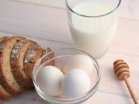 Țară cu potențial agricol imens, România a importat cu 25% mai mult lapte, ouă și miere, în primul trimestru. Exporturile au fost de aproape patru ori mai mici