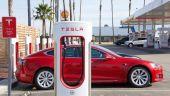 Tesla sfidează pandemia. Acțiunile au crescut cu 500% în ultimul an, propulsând compania lui Musk în vârful topului celor mai valoroși producători auto