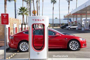 Tesla a anunţat divizarea acţiunilor în proporţie de cinci la unu, pentru a le face mai atractive. Valoarea lor s-a triplat în acest an