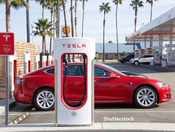 O instanţă germană interzice gigantului Tesla să promoveze sistemul autopilot al automobilelor