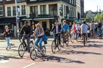 Bicicletele încep să înlăture mașinile de pe străzile din Europa. Guvernele acordă până la 1.500 de euro pentru achiziția de biciclete electrice