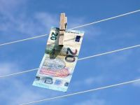 România, amendată cu 3 mil. euro de CJUE, pentru întârzierea aplicării Directivei privind prevenirea spălării banilor și finanţării terorismului