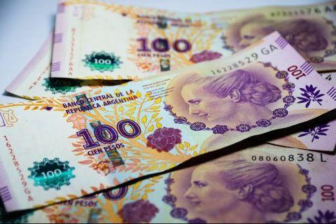 Țara care importă bancnote, pentru că monetăria națională nu mai face față cererii de numerar. Toți banii merg în lupta cu pandemia, inflația sare de 40%