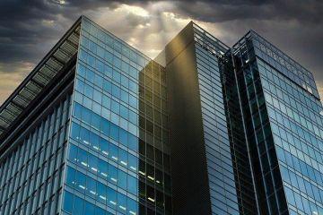 Efectele pandemiei care a trimis angajații să lucreze de acasă încep să se simtă pe piața clădirilor de birouri. Cererea scade, rata de neocupare va urca până la sfârșitul anului