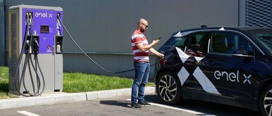Enel X România lansează reţeaua de staţii de încărcare a vehiculelor electrice, în Bucureşti şi zonele limitrofe. Cât costă o reîncărcare