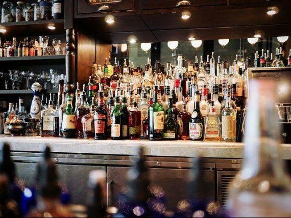 Dubaiul mizează pe alcool pentru a depăși criza economică. Emiratul relaxează condițiile în care rezidenții pot cumpăra băuturi alcoolice, interzise din motive religioase