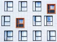 Piața imobiliară în anul pandemic. Creşterea şomajului va afecta segmentul proprietăților sub 1.300 euro/mp. Oferta de locuințe noi va fi cu cel puţin 10% mai mică