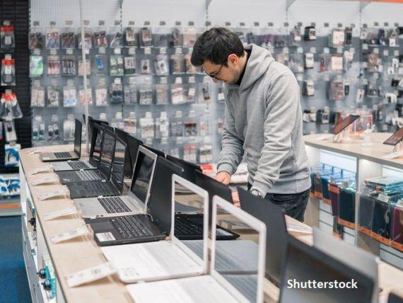 Închiși în case în perioada stării de urgență, românii și-au cumpărat laptopuri, echipamente de birou și aparate electrice pentru tuns şi bărbierit. Vânzările au explodat în aprilie-iunie