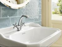 (P) Lavoare retro sau moderne: ce alegi pentru baia ta?