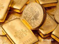 Aurul, cea mai sigură investiție în perioade de criză. Tot mai mulți oameni cumpără monede și lingouri de aur, iar piața bijuteriilor a explodat