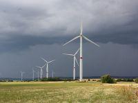 Turbinele eoliene sunt principala sursă de energie electrică, vineri după-amiază. România exportă peste 200 de MW de electricitate