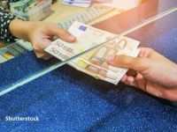 Leul s-a depreciat miercuri în raport cu euro, dar a crescut faţă de dolar