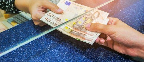 Leul s-a depreciat, marţi, în raport cu principalele valute