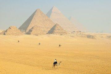 Egiptul construieşte două autostrăzi cu câte opt benzi pe platoul piramidelor de lângă Cairo, singurele vestigii rămase din cele şapte minuni ale lumii antice