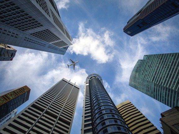 Financial Times: Valoarea proprietăţilor comerciale din SUA a scăzut cu 27% din cauza pandemiei de coronavirus