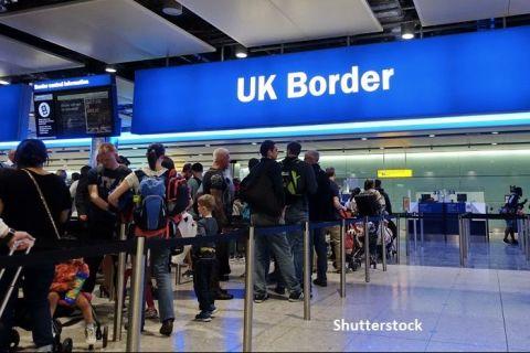 Cetăţenii UE vor putea intra în Marea Britanie doar pe baza paşaportului, din octombrie 2021
