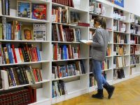 (P) Libraria online versus libraria offline: pe care o preferăm?
