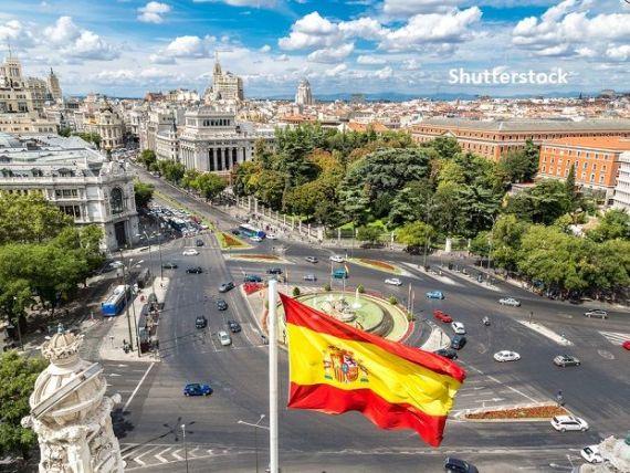 Sondaj: Patru din zece spanioli susţin crearea unei republici, pe fondul scandalurilor de corupție în care a fost implicat  fostul rege. 48% vor referendum privind monarhia