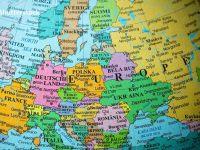 Klaus Iohannis va discuta, la Tallinn, despre linia feroviară Constanţa-Gdansk și autostrada care va lega Lituania de Grecia, prin România. Proiectele, finanțate de SUA