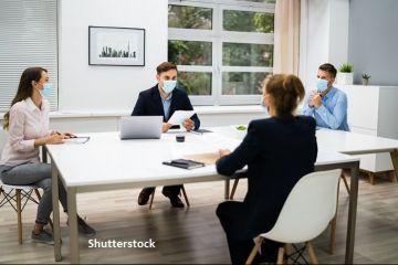 Colliers: Proprietarii și chiriașii de birouri spun că pandemia le va afecta în continuare afacerile, dar speră într-o revenire în 2021. Majoritatea companiilor continuă să facă angajări