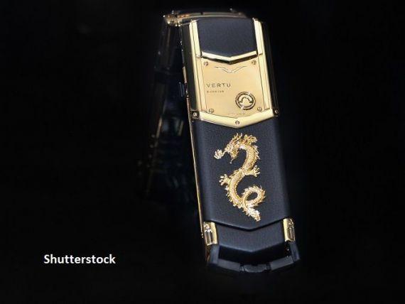 Foştii angajaţi Vertu lansează un nou brand de lux. Primul produs lansat va fi un telefon din titan, care va costa 4.000 de dolari