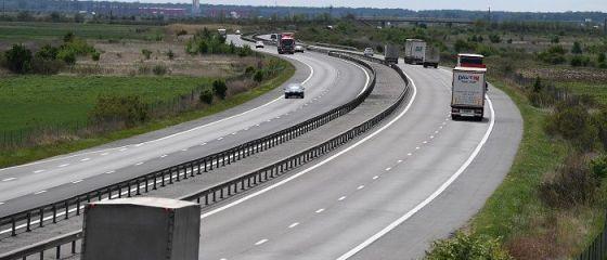 Ministrul Transporturilor anunță că, în această săptămână, vor fi dați în folosință încă 31 km de autostradă: lotul 1 al autostrăzii Sebeş-Turda şi centura Bacău