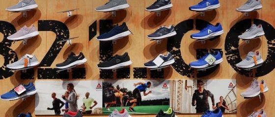 Adidas analizează vânzarea Reebok. Timberland şi North Face, interesate de preluarea brandului