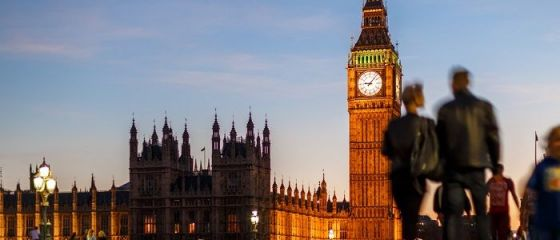Boris Johnson dă asigurări că aprovizionarea Regatului este  solidă  şi  robustă , după izolarea ţării din cauza mutaţiei SARS-CoV-2. La Londra se cere amânarea Brexitului