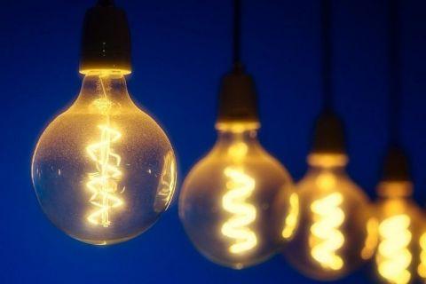 ANRE prelungeşte până la 31 martie perioada în care consumatorii pot încheia alte contracte de furnizare a energiei pe piaţa concurențială. Cele mai bune oferte pentru București