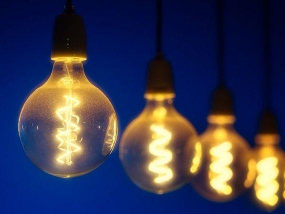ANRE: Consumatorii de electricitate vor beneficia de cel mai bun preţ din oferta concurențială al furnizorului lor. Clienții pot schimba contractele la energie până pe 30 iunie 2021