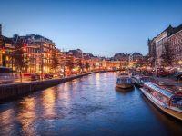 Amsterdam vrea să elimine una dintre cele mai mari atracții turistice ale orașului. Străinii ar putea avea interzis în cafenelele care vând canabis