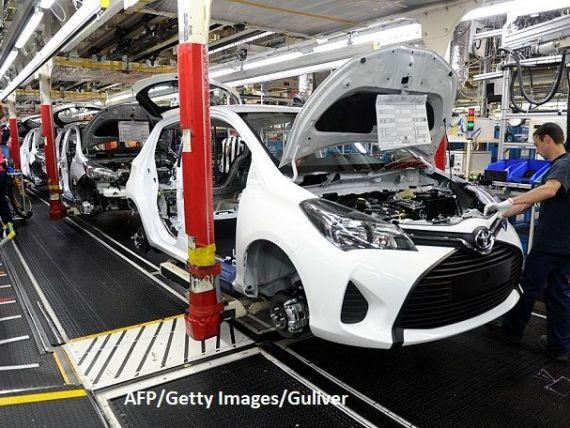 Deficitul global de cipuri începe să afecteze industria auto. Ford, Toyota şi Nissan anunță că vor reduce producţia în această lună