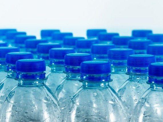 Ministerul Mediului pregătește taxa pe plastic, sticlă și aluminiu. Ce valoare va avea și pentru ce ambalaje se va plăti