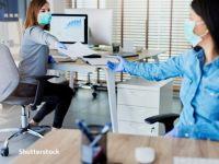 Cum vom lucra în 2021: 60% dintre companii vor să reînceapă munca de la birou din luna martie. Mai mult de jumătate au tăiat programele de training şi pe cele de wellbeing