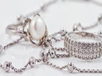 Preţul argintului a crescut luni cu 8%, la cel mai ridicat nivel din ultimii opt ani