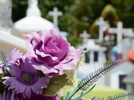 (P) Cum se aleg florile pentru înmormântare