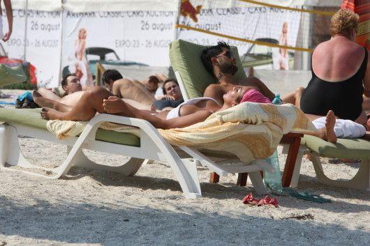 A pozat goala pe plaja. Cum au surprins-o paparazzii Cancan pe Margherita, fata Clejanilor