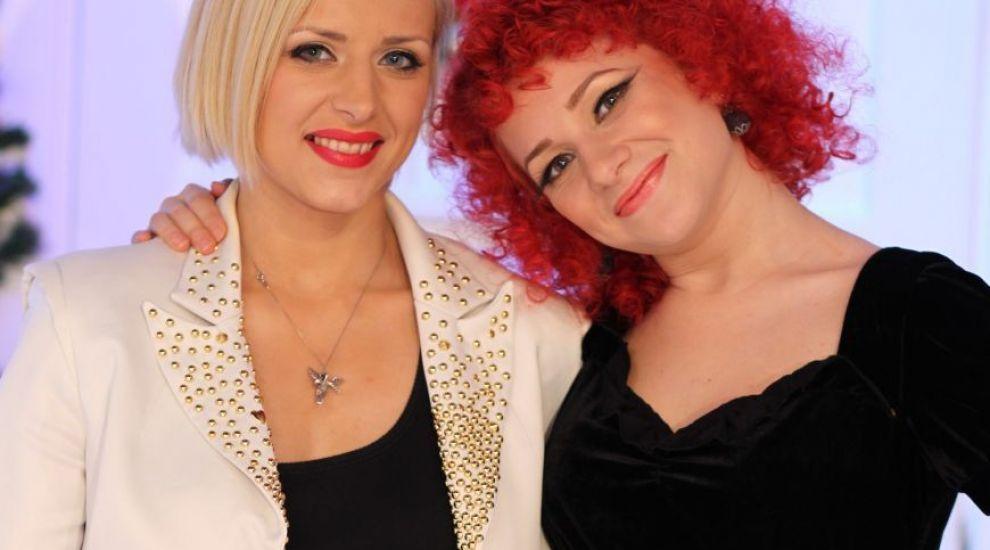 """Alina, """"veverita"""" roscata din emisiunea """"La Maruta"""", si-a facut o schimbare spectaculoasa de look. Cum arata acum jumatatea """"focoasa""""a trupei RedBlonde"""