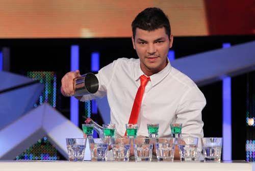Valentin Luca, campion la jonglerii cu sticle